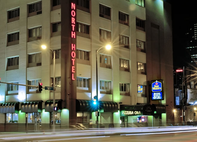 downtown-chicago-hotel-exterior